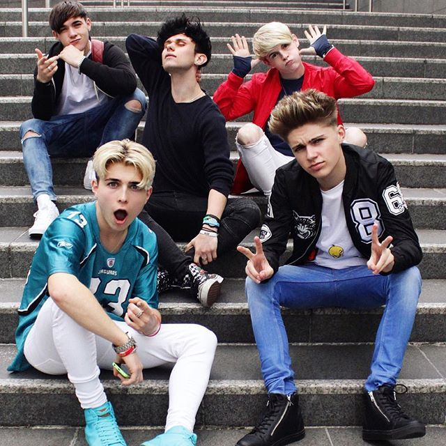 A solo singer and a boyband sitting on some steps  @roadtrip3000