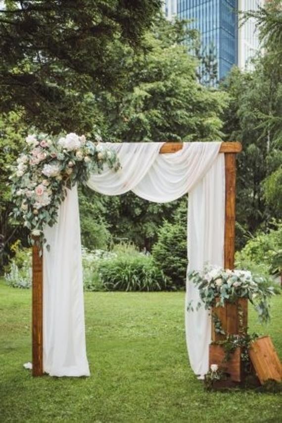 Hochzeitsdekorationen – eleganter Look mit breitem, handgefärbtem Tischläufer aus Gaze. T