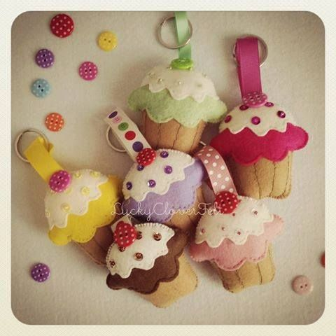 Cupcakes made by @vaneru *** Le Maddine & Maddy https://www.facebook.com/groups/531953423561246/ *** #madeinfacebook #lemaddine #handmade #handcrafted #instagram #instapic #instagood #picoftheday #instacool #cool #cute #handmadeinitaly #craft #handmadewithlove #fattoamano #creativity #madeinitaly #instaphoto #instahandmade #photooftheday #sewing #embroidery #felt #pannolenci #cupcakes #keychain #sweet #fashion #luckycloverfelt