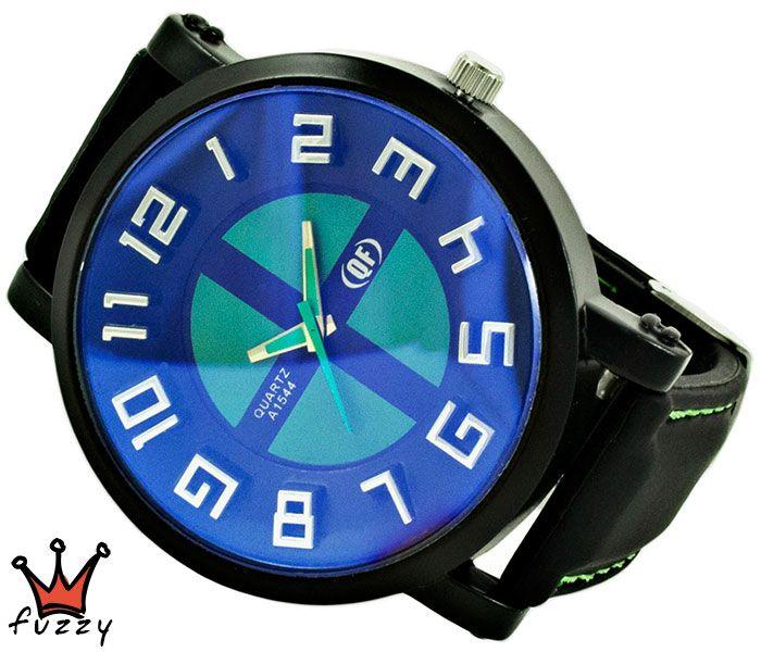 Ανδρικό ρολόι  σε μαύρο και πράσινο  χρώμα με ανάγλυφα σχέδια στο εσωτερικό του και μπλε απόχρωση στο καντράν. Λουράκι σε μαύρο χρώμα από σιλικόνη με πράσινες ραφές . Καντράν  50 mm.