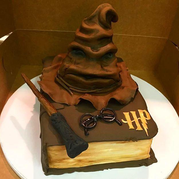 Pour Les Fans De Harry Potter 39 Voter Hat 39 Harry Potter Gateau Harry Potter Gateau D Anniversaire Harry Potter Recette Gateau Anniversaire Fille