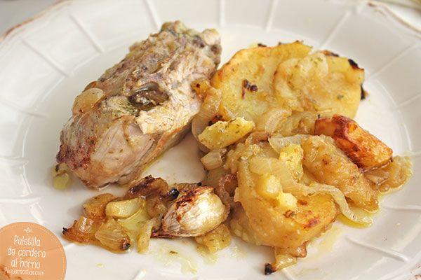 La paletilla de cordero al horno es una excelente receta de Navidad. Descubre esta receta de cordero paso a paso y disfruta de un plato de carne tierno y jugoso