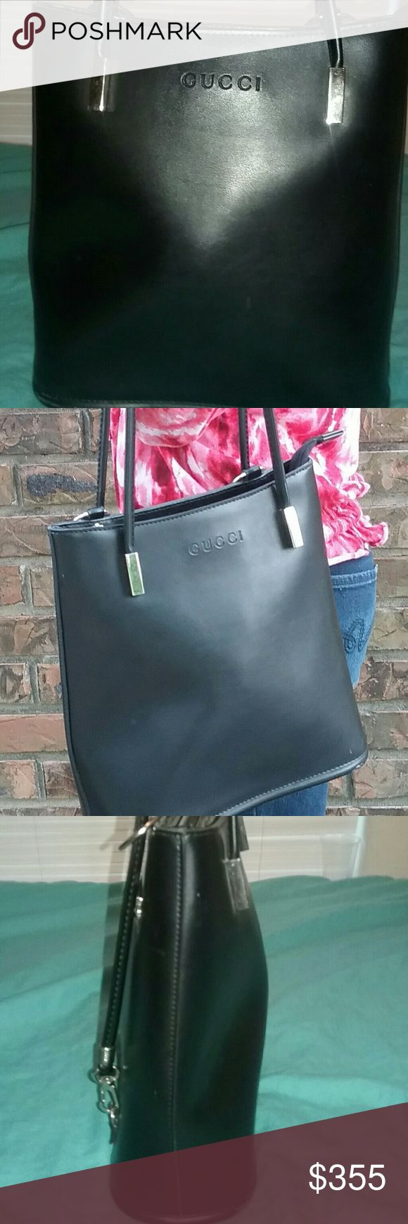 Authentic Gucci designer hand bag This fashionable designer hand bag perfect for any  outfit! Gucci Bags Shoulder Bags