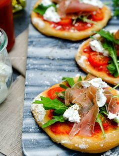 Rucola Pizza mit Prosciutto und Ziegenkäse   waseigenes.com