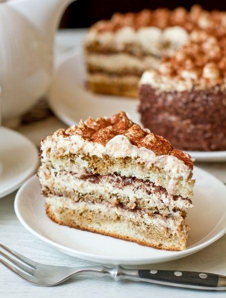 Разумеется, это не тот самый итальянский десерт. Это торт по его мотивам, с кремом на основе маскарпоне и сливок. Торт невероятно вкусный – даже я, в последнее время остывшая к выпечке, съела, кажется, куска три. Очень вкусно, правда 🙂 Для пропитки используется крепкий кофе, разбавленный практически один к одному кофейным…