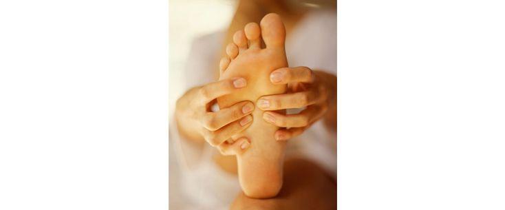 Pour apprendre à vous masser les pieds, cliquez sur le lien : http://www.lesjoliesgambettes.fr/article/massage-pieds.php