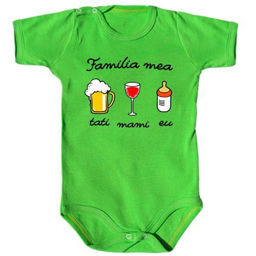 Fiecare membru al familiei are cate o placere. Mami bea vin, tati bere, iar bebe bea lapte.