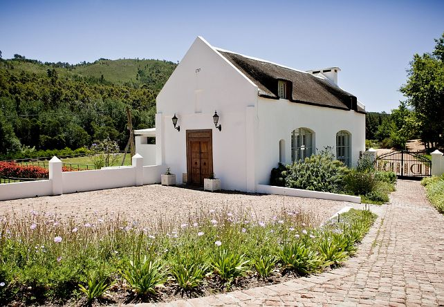 Vacation home South Africa. Lovely design. Beautiful landscape. When can we go? Click to link to see the beautiful interior
