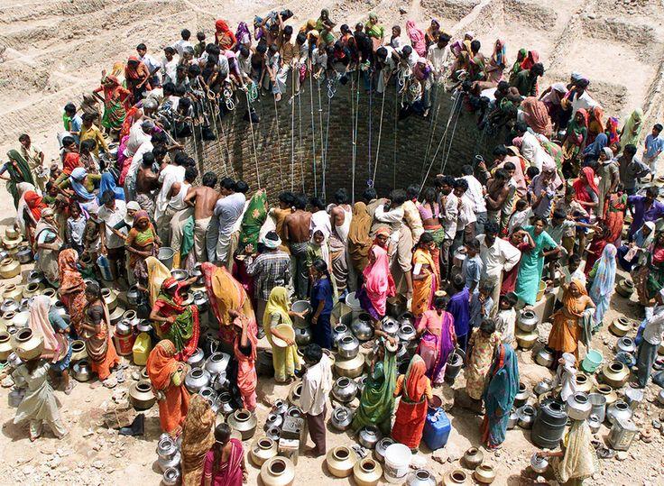 kateoplis:394000000 personnes en Amérique latine et dans les Caraïbes sont sans accès à l'eau.358000000 personnes en Afrique n'ont pas accès à l'eau.195 millions de personnes dans Sud-Est, Asie de l'Est et de l'Océanie sont sans accès à l'eau.9 millions de personnes sont sans accès à l'eau dans les pays développés.Plus de 840000 personnes meurent d'une maladie liée à l'eau chaque année. Cela pourrait être de la diarrhée causée par la l'absence d' eau potable, l'hygiène et…