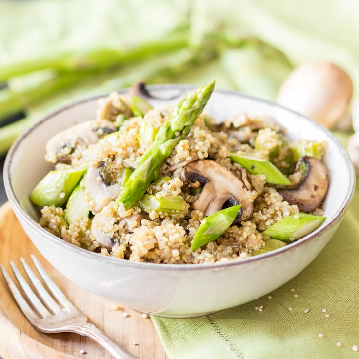 Quinoa? Risotto? Quinoa als Risotto - wunderbar schlotzig, cremig, zart. In Kombination mit grünem Spargel ein absolutes Frühlingsgericht.