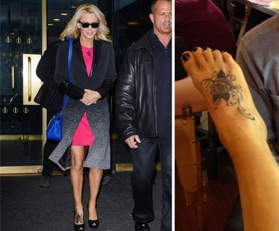 Pin for Later: Die ultimative Galerie der Promi Tattoos! Jenny McCarthy Jenny McCarthy präsentierte auf Twitter das Tattoo einer Rose auf ihrem Fuß.