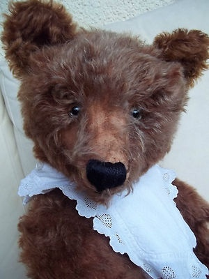 Antique Steiff Teddy Bear,1904, Brown w. Growler, 25.6 inches tall. How unique! This teddy definitely stands out in the Steiff collection! ♥