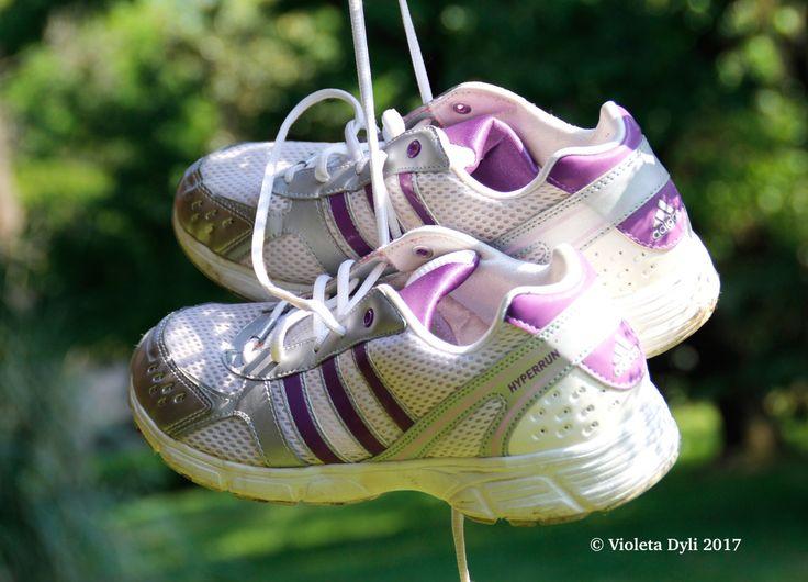 Scarpe per la camminata sportiva .