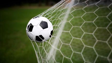Fotbal de 8 Martie. Galanții veterani ai fotbalului moldovenesc au disputat un meci amical cu o echipă feminină