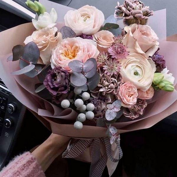 Modnye Bukety Cvetov 2019 2020 Trendy I Tendencii Floristiki Luchshie Bukety Na Foto Buket Cvetov Krasnye Cvetochnye Kompozicii Cvetochnye Kompozicii