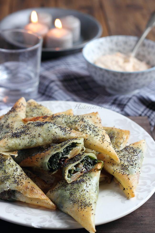 Crujientes de espinacas y roquefort. http://historiasdesabor.blogspot.com.es/2014/12/crujientes-de-espinacas-y-roquefort.html