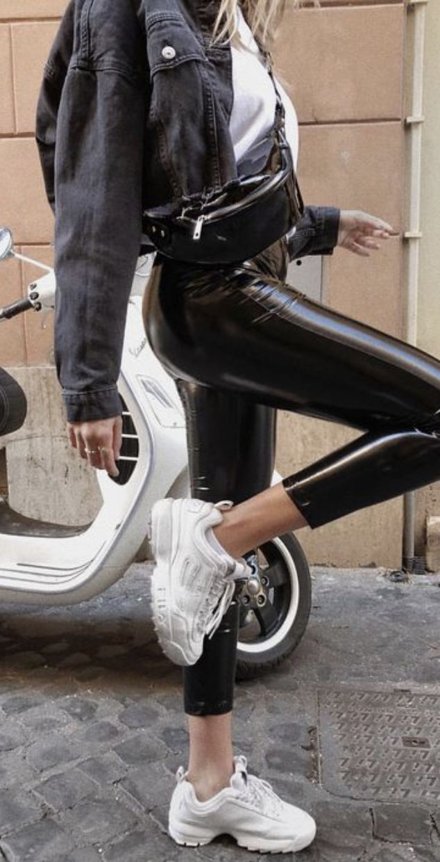 wie man Kunstleder-Leggings trägt | Kylie Jenner Outfit Ideen für Jugendliche | Promi-Mode