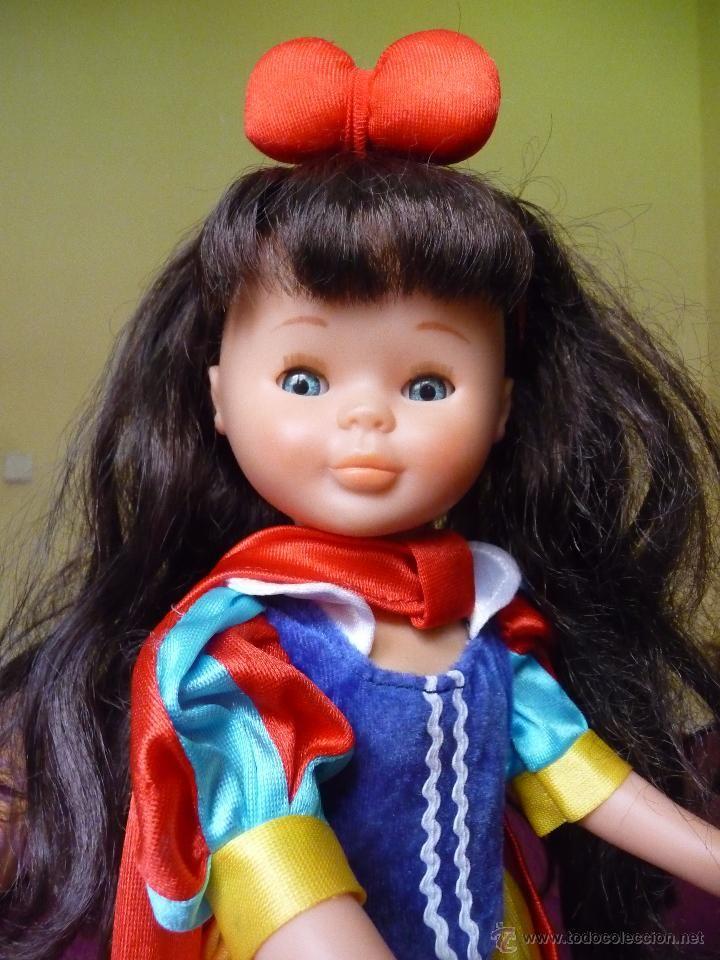 Nancy de Famosa cuentos blancanieves morena con ojos azules completa y muy nueva años 90