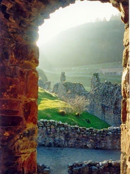 Beautiful Portals around the World !! -Castle view of Loch Ness (Scotland).