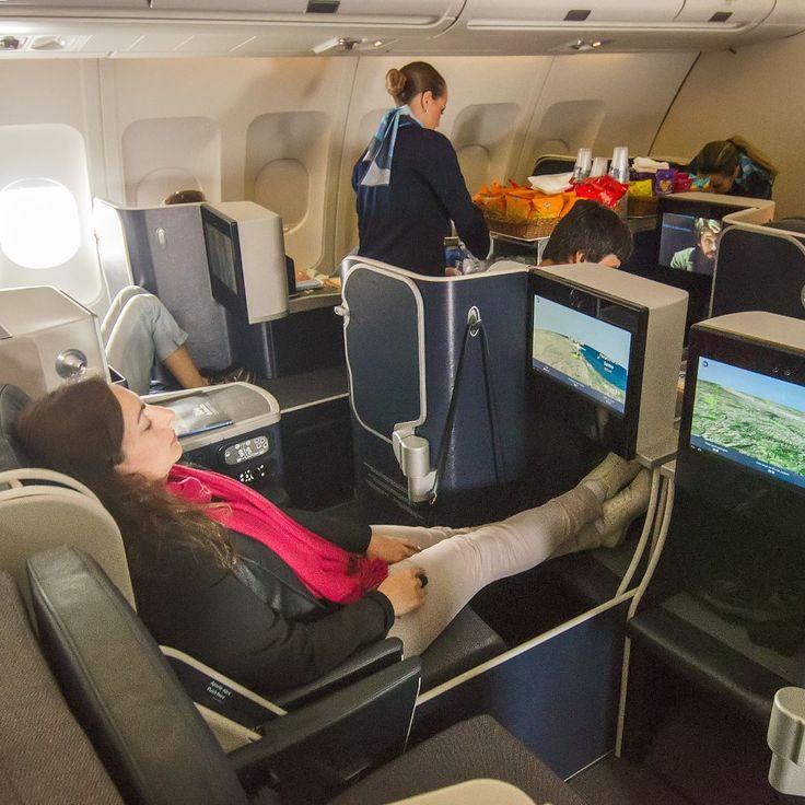Foi maravilhoso testar a Business-Xtra da@azulinhasaereas com o A330 a maioraeronave em serviço da Azul. Este avião opera em rotas para os Estados Unidos e Portugal o trechoCampinas-RJ foi aberto exclusivamente para suprir a demanda das Olimpíadas no Rio. A empresa normalmente voa este trecho com os jatos Embraer E190 com capacidade para cerca de 100 passageiros. - - - - - - - - - - - - - - #firstclass#firstclasslifestyle#firstclasstravel#firstclassflight#rio2016 #olympics #olimpiadas2016…