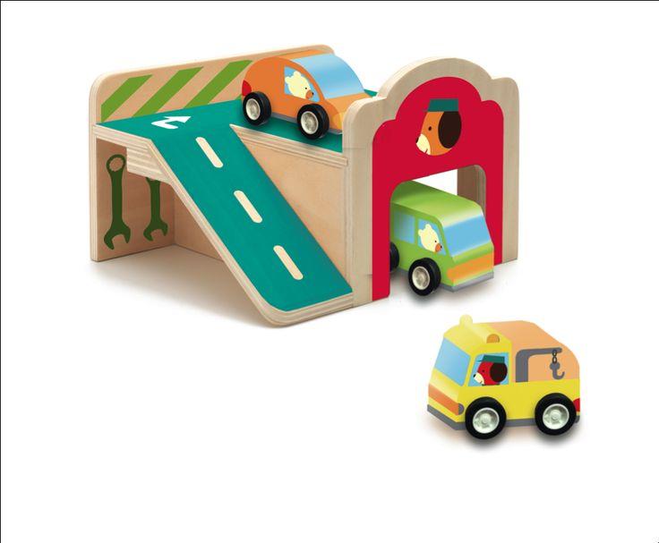 Mini #garage & 3 auto's 18mnd #Wood by #Djeco from http://www.kidsdinge.com https://www.facebook.com/pages/kidsdingecom-Origineel-speelgoed-hebbedingen-voor-hippe-kids/160122710686387?sk=wall http://instagram.com/kidsdinge #Toys #Speelgoed