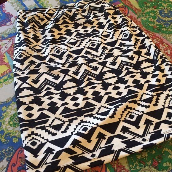 1X Azteca skirt Nwot Pencil skirt Aztec print Stretch Plus size Skirts