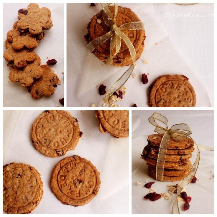 Špaldové keksíky s brusnicami, vločkami a mandľami