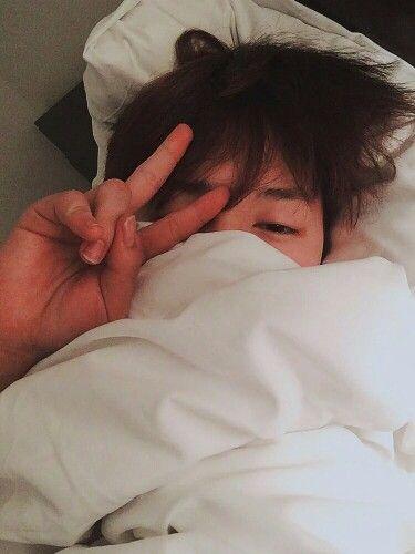 Jimin selfie sleepy