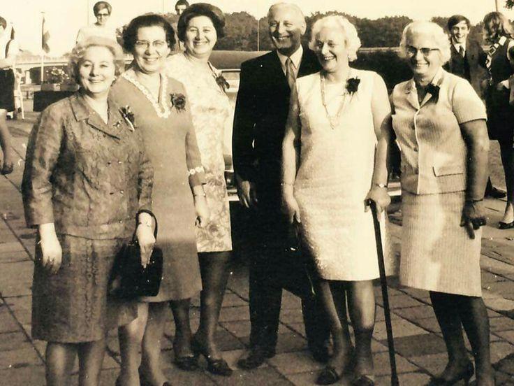 Zusters en broer Cammel Corrie, Annie, Truus, Henk, Annet en Marie