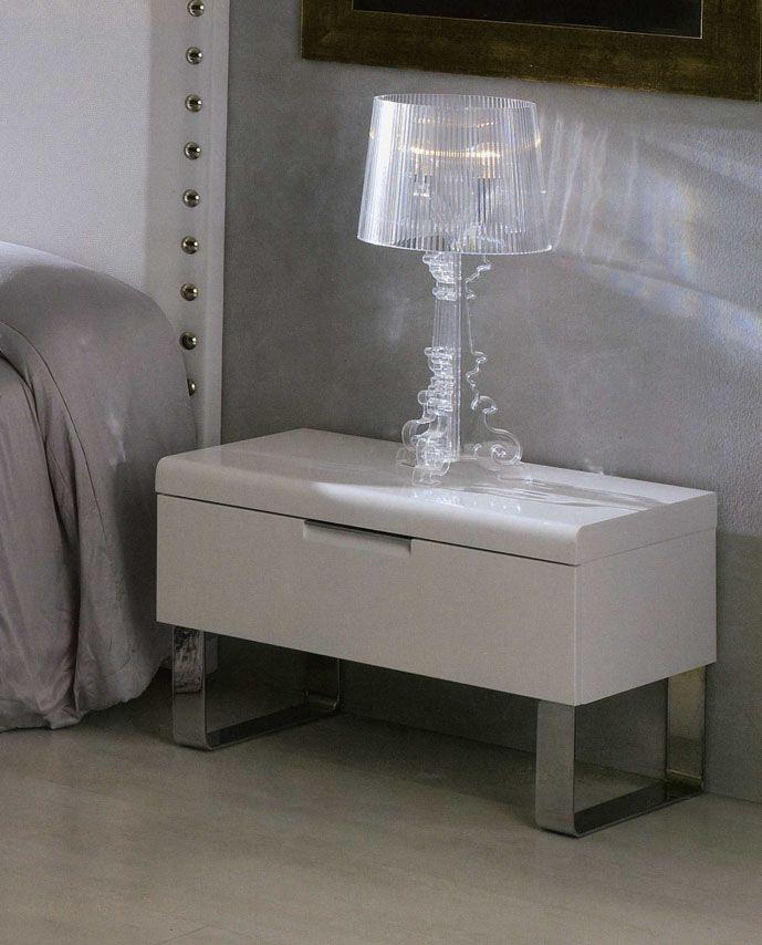 Nattbord i tre modell MARTE. www.dekorasjondesign.com , din komplette nettbutikk av design møbler og nattbord i tre. (bilde 1)