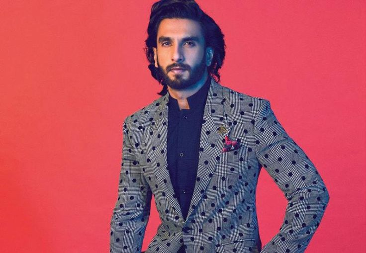 After Ranveer Singh's back to back mesmerizing performances, every other filmmaker wants to cast him in their films. One such producer is Shailendra Singh, who wants Ranveer to fill the shoes of Akshay Kumar in the sequel of 'Singh is Kinng', titled, 'Sher Singh'....