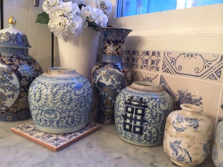 Blå vita vaser,bara älskar de!