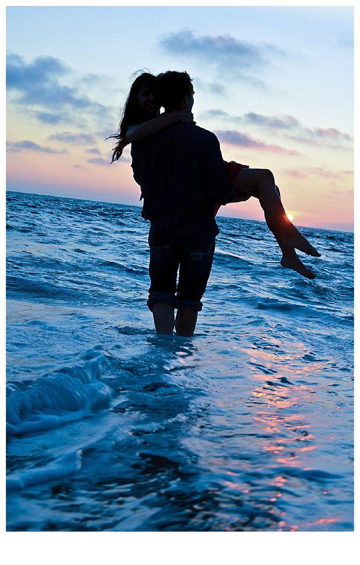 blue ocean love. Engagement Photoshoot. Photography. sunset Photography: Jessica Lee Thomas www.photographybyjessicalee.com