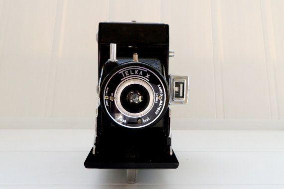 french vintage Demaria-Lapierre from Paris France , Telka X folding camera. c1950. 6x9cm, 120 film, self-erecting, folding camera.