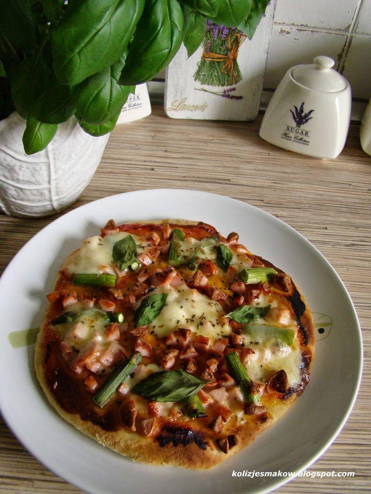 Domowa pizza ze szparagami
