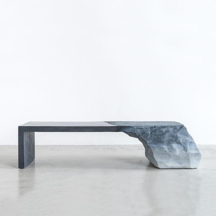 Le designer Fernando Mastrangelo vit et travaille à Brooklyn, il est connu pour son travail sculptural dans le design.  J'en veux pour preuve ce magnifique banc commandé par la galerie James à Paris. Cette pièce semble être sculptée dans la masse d'un roc, en fait c'est un moulage réalisé à partir d'un mortier de sable et de ciment. L'aspect minéral et les matières naturelles sont très présents dans les oeuvres de Fernando, cette force et cette inspiration se retrouvent également dans ses...