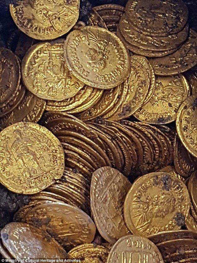 Фото старинных золотых монет