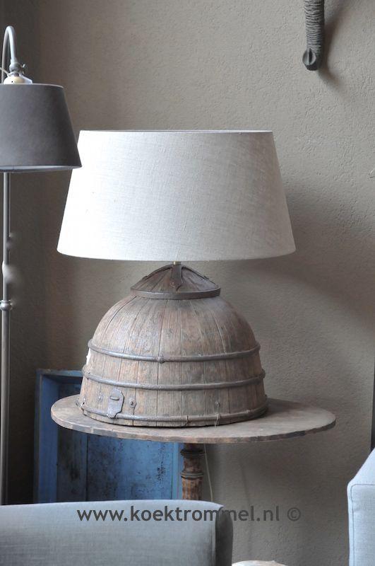 lampvoet van oude ton