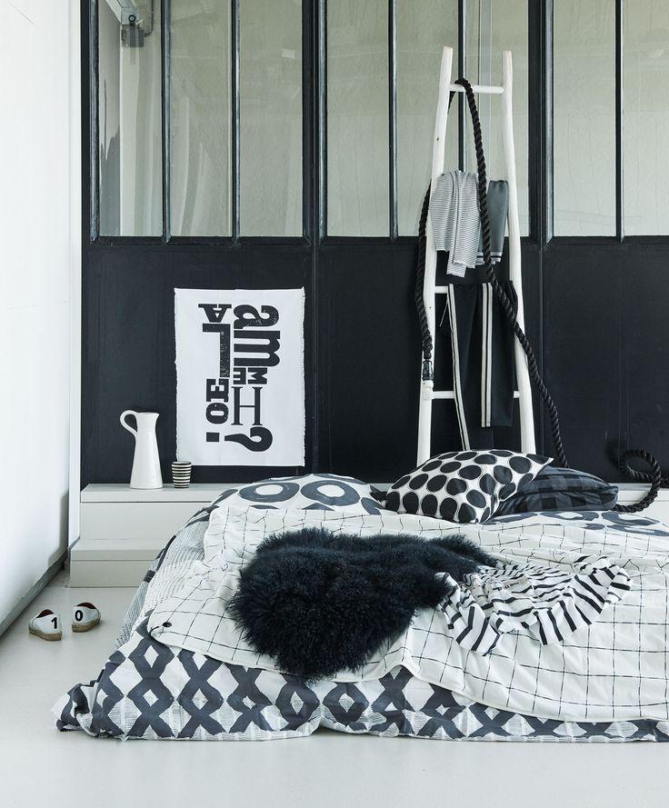 Zwart en witte slaapkamer | Black and white bedroom | Photographer James Stokes | Styling Marianne Luning | vtwonen October 2015