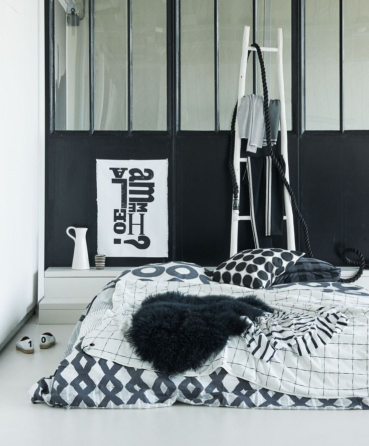 Zwart en witte slaapkamer | Black and white bedroom | Photographer James Stokes | Styling Marianne Luning | vtwonen October 2015
