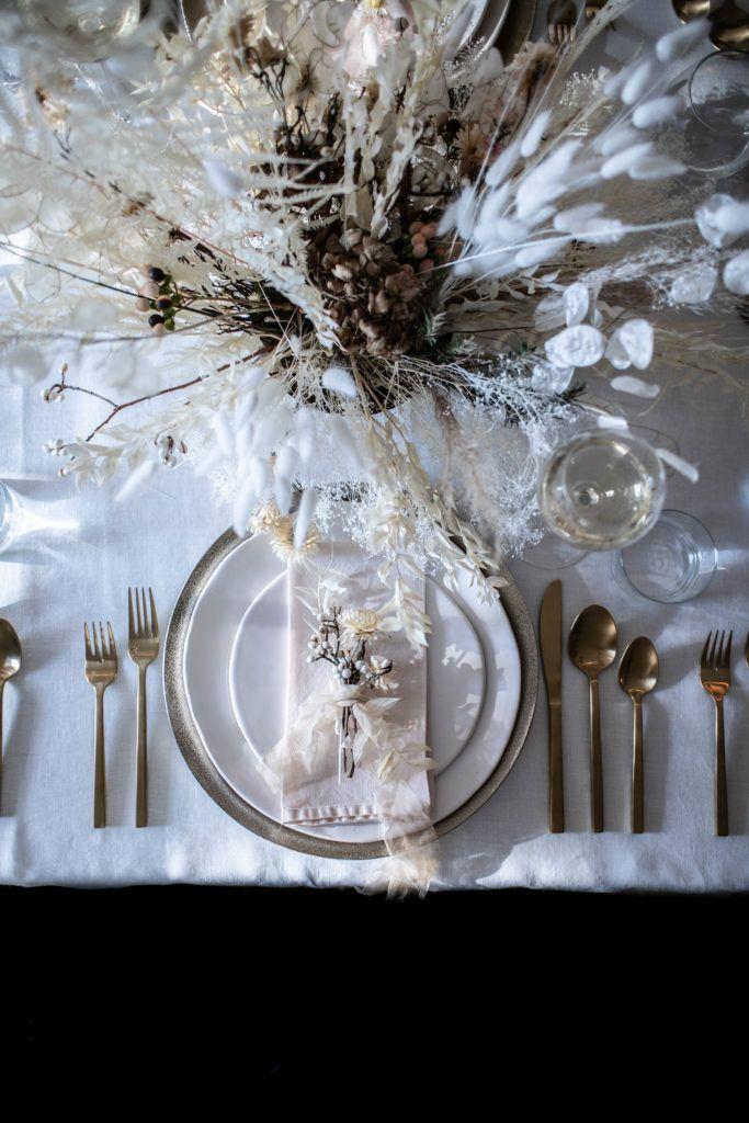 A Neutral Holiday Table Diy Natural Christmas Decor Natural Christmas Decor Christmas Flower Arrangements Natural Christmas