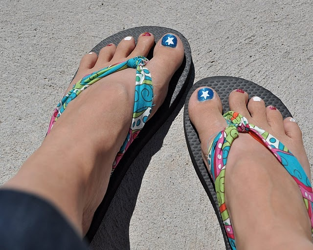 Fabric Flip Flops... Shannon will LOVE these!