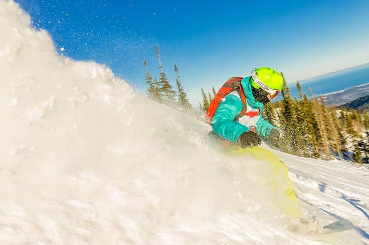 Снежный шлейф. Или как как сделать большое снежное облако не убив фотографа🏂😱 Для того чтобы сделать кадр, как будто снег летит мне прямо в лицо, мне необходимо находиться очень близко к райдеру, а ему в свою очередь проехать так же максимально близко, подняв шлейф снега. И да, меня накрывает волной снега в этот момент😃.  #baikal360 #baikal #mamay #freeride #сноуборд #freestyle #ride #Здесь_можно_жить #mfs2016 #mamayfirstsnow2017#mamayfirstsnow2016