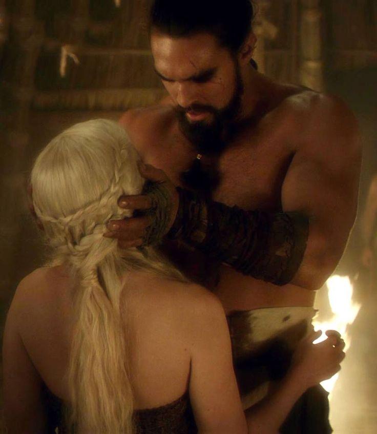 Daenerys Targaryen (Emilia Clarke) Y Khal Drogo (Jason