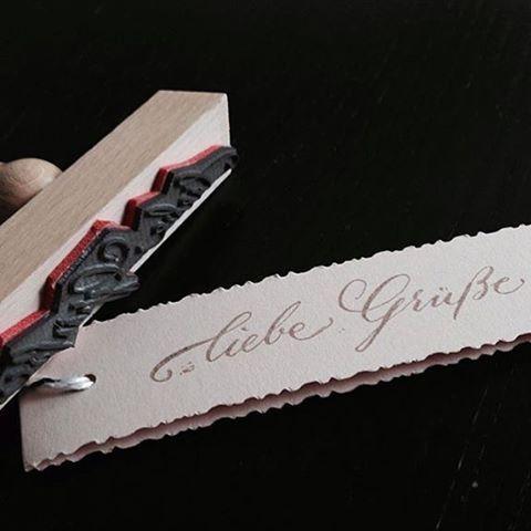 Liebe Grüße zum Wochenende... #stamp #stempel #stempeln #liebegrüsse #kalligrafie #kalligraphie #moderncalligraphy #istilllovecalligraphy #herzlichenglückwunsch #karte #kundenwunsch #25jahre #stuttgart #degerloch #0711 #handwriting #handwritten #Überraschung #surprise #birthday