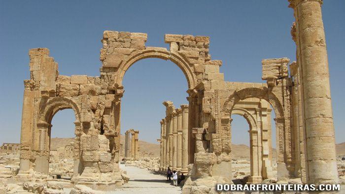 O arco monumental de Palmira, Síria