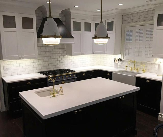 ... #holidaykitchencabinets #holidaykitchens #2toneHood #ShakerDoors  #FarmSink #ApronSink #Quartz #backsplash #kitchendesign #kitchendesignideas  #lacornue
