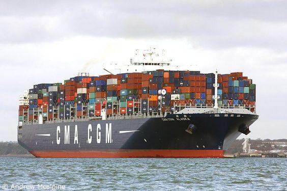 """Buque: """"CMA CGM ALASKA"""". Año de contrucción: 2011. Tipo: Portacontenedores. Propietario: Offen Claus-Peter Reederei. Operador: CMA CGM - Marsella (Francia). Dimensiones: Eslora 388,04 m. Manga 48,23 m. Calado 15,50 m. Carga (DWT): 146.114 Tm. Capacidad máxima TEU: 12.562 contenedores. Motor: B&W - tipo: 12K98MC-C7. Potencia: 72.240 Kw. Velocidad máxima y media: 14,5 / 14,1 nudos. Identificativo: A8XP9. Bandera: Liberia."""