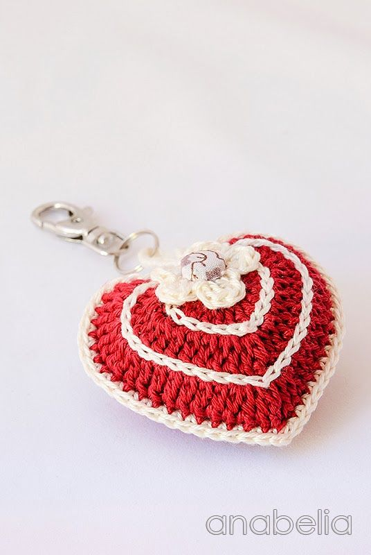 Crochet heart key chain by Anabelia