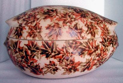 Clay Cooker #C-50F Maple Leaves Pattern (1971) by La Céramique de Beauce - Jean Cartier